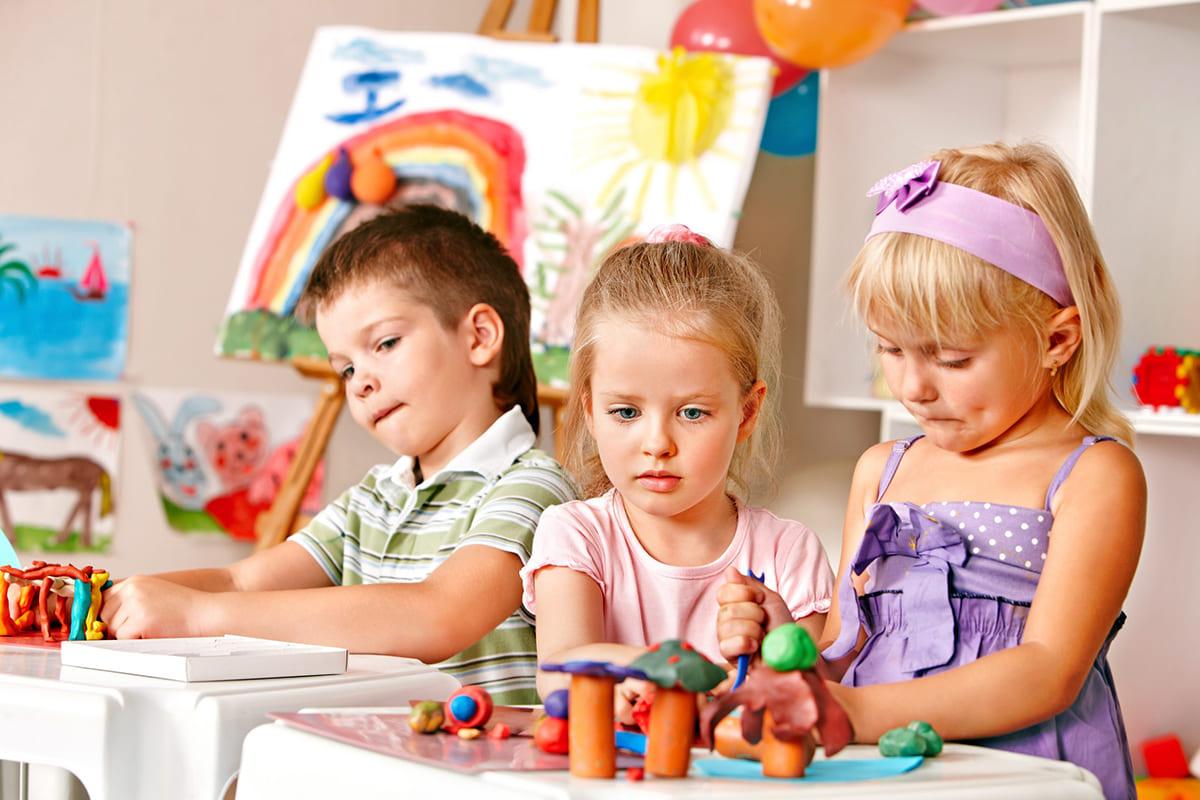 Дети участвуют в конкурсе на День рождения 4 года