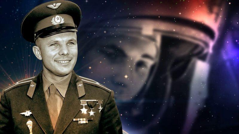 Юрий Гагарин - первый космонавт в СССР