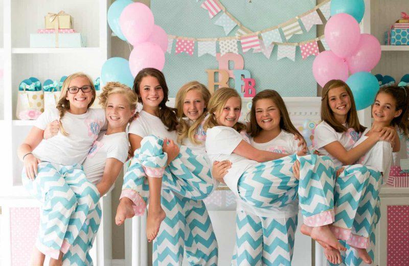 Девочки на праздновании день рождения подруги</div> <h3>Этапы подготовки крутого подросткового праздника</h3> <ol> <li style=