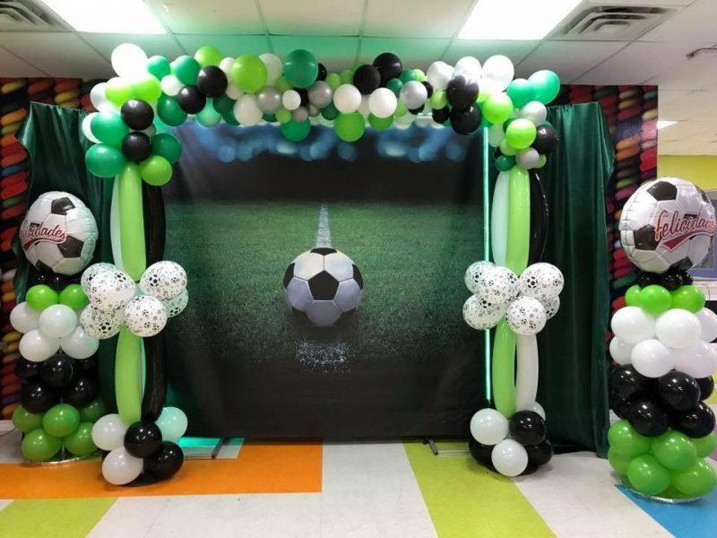 интересный стеллаж на день рождения в стиле футбол