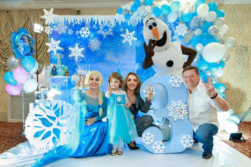 встреча гостей на дне рождения в стиле Зимней сказки