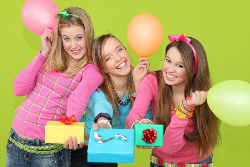 Что подарить девочке-подростку на День рождения
